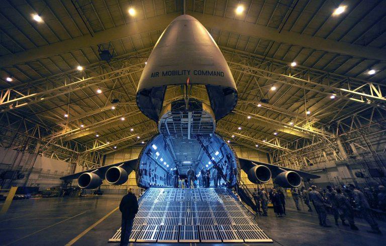 Teleskopschienen im Bereich Flugzeugbau und Luftfahrt - Miluxor Schienen